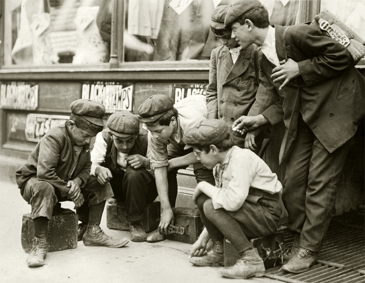Newsies and Bootblacks shooting craps, 1910